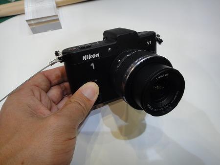 ニコンV1